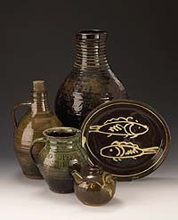 jugs, jars and a plate in rustic shapes and colours : Ceramics from the Winchcombe period (1926-1939)