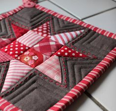 Christmas Trivet,   love the decorative stitching in addition to the reg quilting!