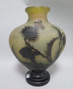Émile GALLÉ (1846-1904) VASE en verre multicouche à décor dégagé à l'acide