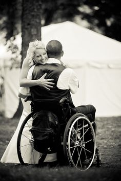 """""""First Look On the Wedding Day"""" :: Yes or No?    An article weighing the pros and cons by Laura Gravelle Photography."""