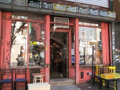 Tour of the 7 Best Vintage Shops in Williamsburg Brooklyn: Go Antiquing at Ugly Luggage