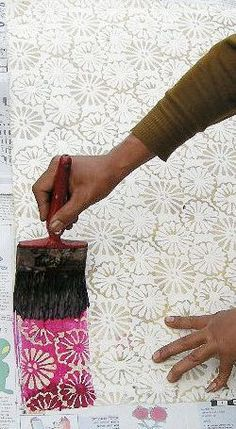 Good way to incorporate color for background … SMALL WINDOW: Texture inspiration. Good way to incorporate color for background could do with fabric? Shibori, Fabric Painting, Fabric Art, Fabric Design, Arts And Crafts, Paper Crafts, Diy Crafts, Techniques Textiles, Art Techniques