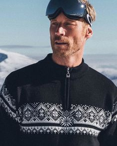 Hit the slopes in style with Moritz men's sweater. Shop your ski look now at daleofnorway.com!