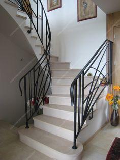 Rampes d'escalier en fer forgé Art décoratif : Modèle Soleil croisé Design Moderne, Staircase Design, Decorating Tips, Villa, Stairs, Stair Case, Important, Front Doors, Fences