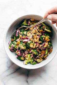Super Clean Broccoli Salad with Creamy Almond Dressing &; Pinch of Yum Super Clean Broccoli Salad with Creamy Almond Dressing &; Pinch of Yum linibeanie linibeanie Food Broccoli Salad &; non-mayo-based vegan […] salad no onion Healthy Salad Recipes, Whole Food Recipes, Vegetarian Recipes, Dinner Recipes, Cooking Recipes, Vegan Vegetarian, Pasta Recipes, Dinner Ideas, Cooking Ham