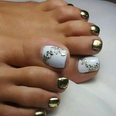 Check out new nail designs for toes. Make your feet look fantastic with the help of these pedicure ideas! Nail Designs Bling, Pedicure Designs, New Nail Designs, Pedicure Ideas, Toe Designs, Nail Ideas, Pedicure Nail Art, Toe Nail Art, Pretty Toe Nails