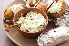 Kijk wat een lekker recept ik heb gevonden op Allerhande! Gepofte aardappel met kruidenroom