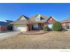 Great 3/2/2 home in popular Bailey Creek! Split floor plan with spacious master and master bath. Upstairs game room has a 1/2 bath and can be used as another living area or a 4th bedroom. Kitchen opens to dining and family room. 13 month warranty!