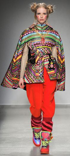Manish Arora Fall 2014 Ready-to-Wear Collection - Vogue Fashion Week Paris, Live Fashion, Fashion Art, Autumn Fashion, Fashion Design, Winter Mode, Fall Winter 2014, Fall 14, Fashion Moda