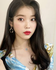 - DeLuna's rough and capricious, but actually warm, us # jangmanwol's makeup tips Mr. Manwol's character looks as cold as possible . Iu Twitter, Arched Eyebrows, Face Lines, Ulzzang Girl, Portrait, Natural Skin, Kpop Girls, Makeup Tips, Fashion Beauty