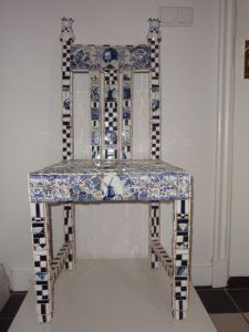 Delfts Blauw ~ Mozaïek Anne Vellinga Funky Furniture, Paint Pens, Vanity Bench, Entryway Tables, Dining Chairs, Museum, Mosaics, Cabinets, Home Decor
