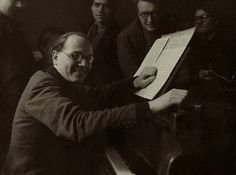 Olivier Messiaen in 1946    http://upload.wikimedia.org/wikipedia/en/9/92/Olivier_Messiaen_1946.jpg