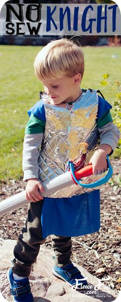 I love this cute no sew knight costume DIY. It's perfect for dress and Halloween. Love this easy costume idea. Diy Knight Costume, Knight Costume For Kids, Knight Halloween, Halloween Costumes For Kids, Halloween Sewing, Easy Halloween, Easy Costumes, Toddler Costumes, Costume Ideas