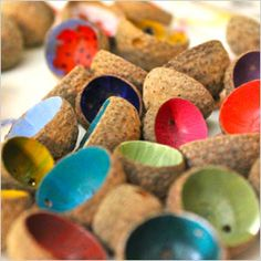 DIY - Colorful acorn shells for decoration in a bowl. Nature Crafts, Fall Crafts, Diy And Crafts, Crafts For Kids, Arts And Crafts, Coconut Shell Crafts, Acorn Crafts, Deco Floral, Craft Activities