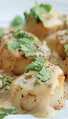 Scallops in Jalapeno Cream Sauce. Sea scallops in a bourbon jalapeno cream sauce. delicious and simple to prepare! Think Food, I Love Food, Food For Thought, Good Food, Yummy Food, Tasty, Seafood Scallops, Sea Scallops, Cooking Recipes