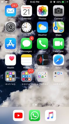 Organize Phone Apps, Whats On My Iphone, Iphone App Layout, Applis Photo, Homescreen Wallpaper, Phone Organization, Phone Backgrounds, Iphone 11, Pretty Sky