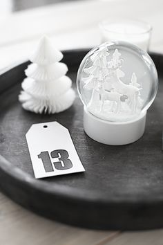 Modern Holiday // Simple and stylish Christmas decorations  { k j e r s t i s l y k k e }