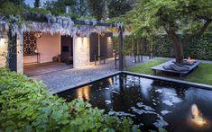 Moderne tuin met overkapping leuk detail in de muur van breuksteen tuinontwerp in 3d - Deco tuin met zwembad ...