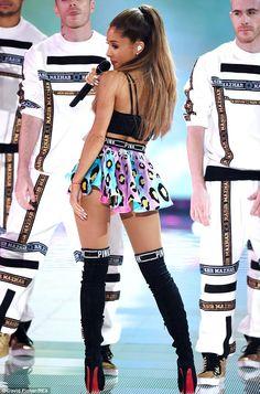 Ariana Grande en el desfile de Victoria's Secret Fashion Show - Musica Cine y Television