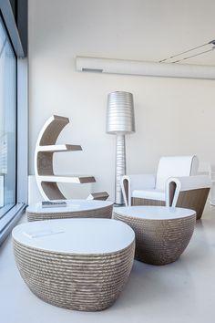 Proposta di salotto con poltrona DAHILA, tavolini STONE e libreria OLGA www.staygreen.it