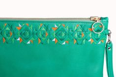 Definitely an example of sophisticated style, the embroidered Green Simplicity leather clutch is decidedly chic.  DETAILS Green textured-leather (cow) Embroidery pattern