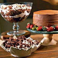 No Southern holiday spread is complete without a trifle recipe on the dessert table. Serve up a bowlful of cheer with our delicious and decadent holiday trifle recipes. Potluck Desserts, Trifle Desserts, Just Desserts, Delicious Desserts, Potluck Ideas, Party Desserts, Yummy Food, Cake Mix Recipes, Brownie Recipes