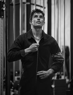 He could wear a sack of potatoes and still look good. Marc Marquez, F1 Motorsport, Motogp, Motorcycles, Potatoes, Community, Cars, Fitness, Black