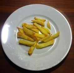 Friet van verse aardappelen en vetarm | Deze heerlijke friet maak je eenvoudig en met heel weinig olijfolie in de Airfryer.