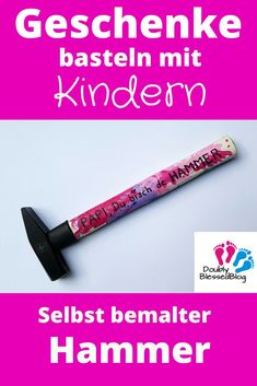 Geschenke basteln mit Kindern – Selbst bemalter Hammer Papas and Göttis are simply the heroes of the children! With this easy to tinker gift you can express it very cool A real men's gift for birthday, Father's Day or Christmas. Presents For Men, Gifts For Dad, Chocolate Merci, Christmas Gift For Dad, Christmas Crafts, Christmas Birthday, Halloween Crafts, Christmas Ideas, Craft Gifts