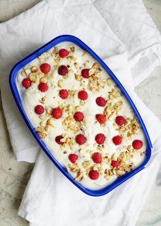 Vadelma-valkosuklaasemifreddo | Raspberry white chocolate semifreddo | lumo lifestyle | Bloglovin'