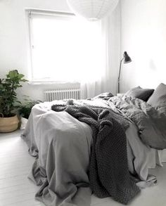 Simple and elegance scandinavian bedroom designs trends (44)