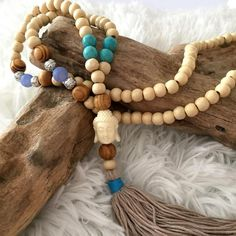 SAUTOIR BOUDDHA POMPONS Tassel Earing, Tassel Bracelet, Tassel Jewelry, Bead Jewellery, Boho Necklace, Bracelets, Jewlery, Macrame Design, Wooden Beads