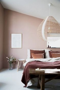 A minimalist bedroom design is often a good choice when talking about decorating a bedroom. Enjoy some amazing inspirations I collected for a minimalist bedroom decor. Scandinavian Bedroom Decor, Scandinavian Interior Design, Cozy Bedroom, Home Decor Bedroom, Modern Interior Design, Master Bedroom, Bedroom Ideas, Bedroom Alcove, Bedroom Interiors