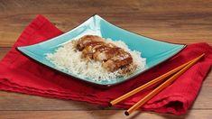 Ricetta Pollo Teriyaki: Chi di voi è avvezzo alla cucina giapponese, saprà sicuramente di cosa si parla quando si cita il pollo teriyaki. Per coloro che, invece, non lo conoscono io lo descriverei come un pollo insaporito con un mix di ingredienti tipicamente giapponesi come la salsa di soia, il mirin e il vino di riso che formano una sorta di glassa sapida e dolce allo stesso tempo che avvolge i pezzi di pollo.