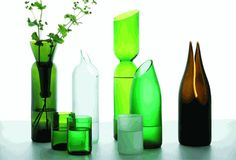beautiful uses for old bottles.including how to cut glass bottles yourself. Again, I have so many glass bottles laying around. Cutting Wine Bottles, Recycled Wine Bottles, Wine Bottle Corks, Bottle Cutting, Wine Bottle Crafts, Bottles And Jars, Recycled Glass, Glass Bottles, Diy Bottle