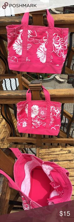 Pink Floral Beach Bag This great big tote is great to fit all of your beach stuff in. It's in great condition, easy to clean and has a functioning zipper. A pocket on the inside for your smaller items and a pocket on the outside for your easy to reach items. Beautiful bright pink color with white flowers all over it! 🌺🌸🌺 Bags Totes