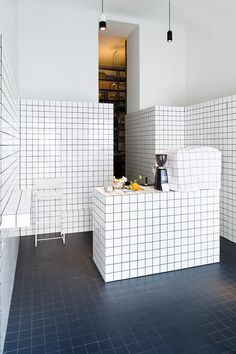 Super Mari' by Lukas Galehr. Tiles to the max. Kitchen home decor design Interior Exterior, Interior Design Kitchen, Modern Interior Design, Interior Design Inspiration, Interior Architecture, Interior Decorating, Asian Interior, Bar Interior, Cafe Design