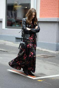 Идея для образа: длинное платье с ботиночками 6