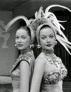 Here are the backstage pictures showing the life of chorus girls in dress room in the 1940s-50s.      (L-R) Chorus girls Diane Van Alst, Mar...