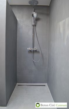 interior home ideas Small Shower Room, Small Showers, Concrete Shower, Concrete Floors, Dyi Bathroom Remodel, Dirty Kitchen, Shed Homes, Showroom, Shower Inspiration