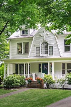 Charming house - 1893 Dutch Colonial For Sale In Granville Ohio Dutch Colonial Exterior, Dutch Colonial Homes, Dutch Bros, Granville Ohio, Palladian Window, Dutch House, Patio Interior, Charming House, American Houses