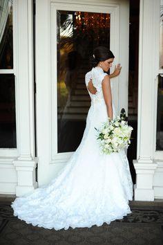 Bridal gown with wedding bouquet. Bridal Portrait. Photo by Eli Murray Weddings