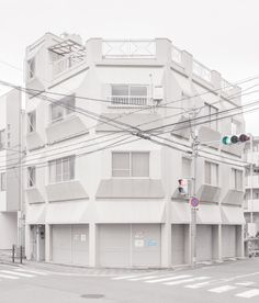 Cubist house in Osaka Aesthetic Japan, Aesthetic Themes, Aesthetic Images, White Aesthetic, City Photography, Acrylic Colors, Brutalist, White Bedding, White Walls