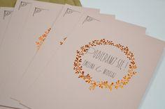 zaproszenia wykonane na różowym barwionym w masie papierze wraz z miedzianym hot stampingiem