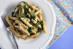 penne with white beans and pasta. plus it's a healthy meatless meal Fresco, Pasta With White Beans, Vegetarian Recipes, Healthy Recipes, Spinach Pasta, Spinach Cannelloni, Vegan Pasta, Quinoa Pasta, How To Cook Pasta
