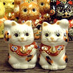 Japanese pair Maneki Neko Lucky Gold Calico cats Kutani ceramic Kutani http://www.amazon.com/dp/B002JYNUF2/ref=cm_sw_r_pi_dp_G4Q7ub0JTDKWB