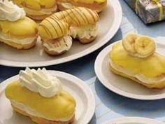 Bananensoezen is een lekker recept en bevat de volgende ingrediënten: voor de soezen:, 150 ml water, 125 ml melk, 125 gram roomboter (1/2 pakje),ongezouten, 125 gram bloem, snufje zout, 6 eieren, voor de vulling:, 500 ml slagroom, suiker om de slagroom zoet te maken., 1 of 2 bananen (naar smaak toevoegen), voor het glazuur:, 1 pakje bananenpudding (van Saroma), Poedersuiker, klein beetje water
