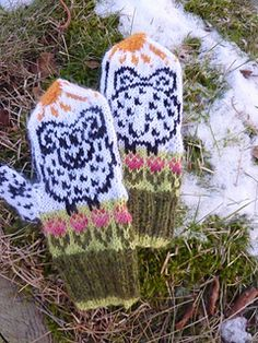 Cute children's mittens with a side thumb. These mittens have interesting pattern on the palms, and because of the thumb construction, can be worn any side up. And no matter which side you choose, you'll always be on a sunny side of the sheep ;- ).