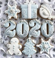 2019 Cute and Beauty Christmas Biscuits Ideas - Page 4 of 4 - Vida Joven Christmas Biscuits, Christmas Sugar Cookies, Holiday Cookies, Snowflake Cookies, Christmas Goodies, Christmas Desserts, Christmas Baking, Christmas Treats, Christmas Christmas