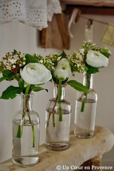 Three clusters in small bottles Bottle Centerpieces, Centerpiece Decorations, Wedding Centerpieces, Wedding Table, Wedding Decorations, Simple Flowers, Spring Flowers, Pretty Flowers, Wedding Arrangements